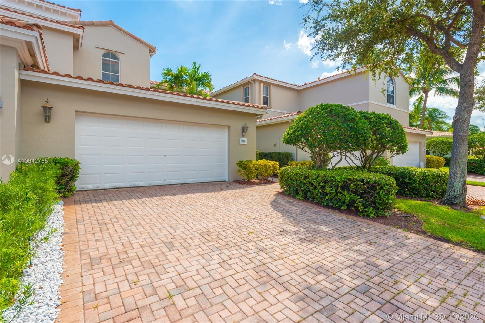 Two-story townhome located in the sought after waterfront community of Harbor Islands.  This Townhom