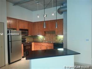 Well maintained quiet & secluded XL 2/2 split floor plan, trendy & unique NY-loft-style condo w/11'c