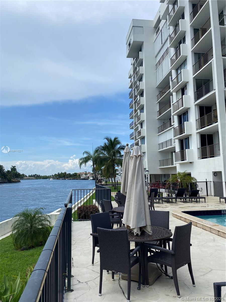 Fully furnished apartment on the Inter-Coastal. Beautiful 2 bed/2 bath ready to move in, great year