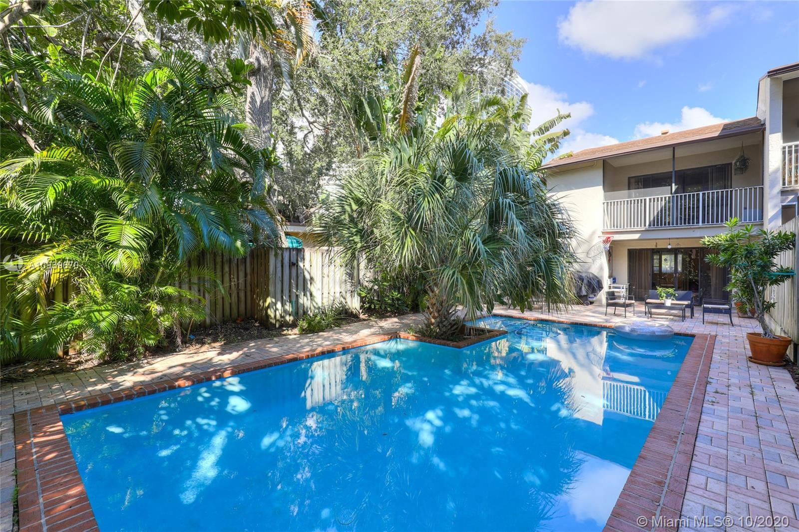 RIO VISTA CORNER TOWNHOME!!! Rarely available & highly sought after Rio Vista location. Walk to rest