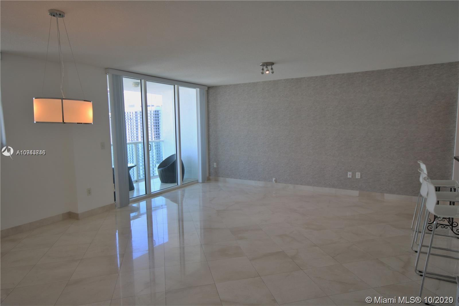 GORGEOUS CORNER UNIT REMODELED INCLUDING WOOD FLOORS IN TE BEDROOMS AND THE TILE IN TEH GUEST BATH.