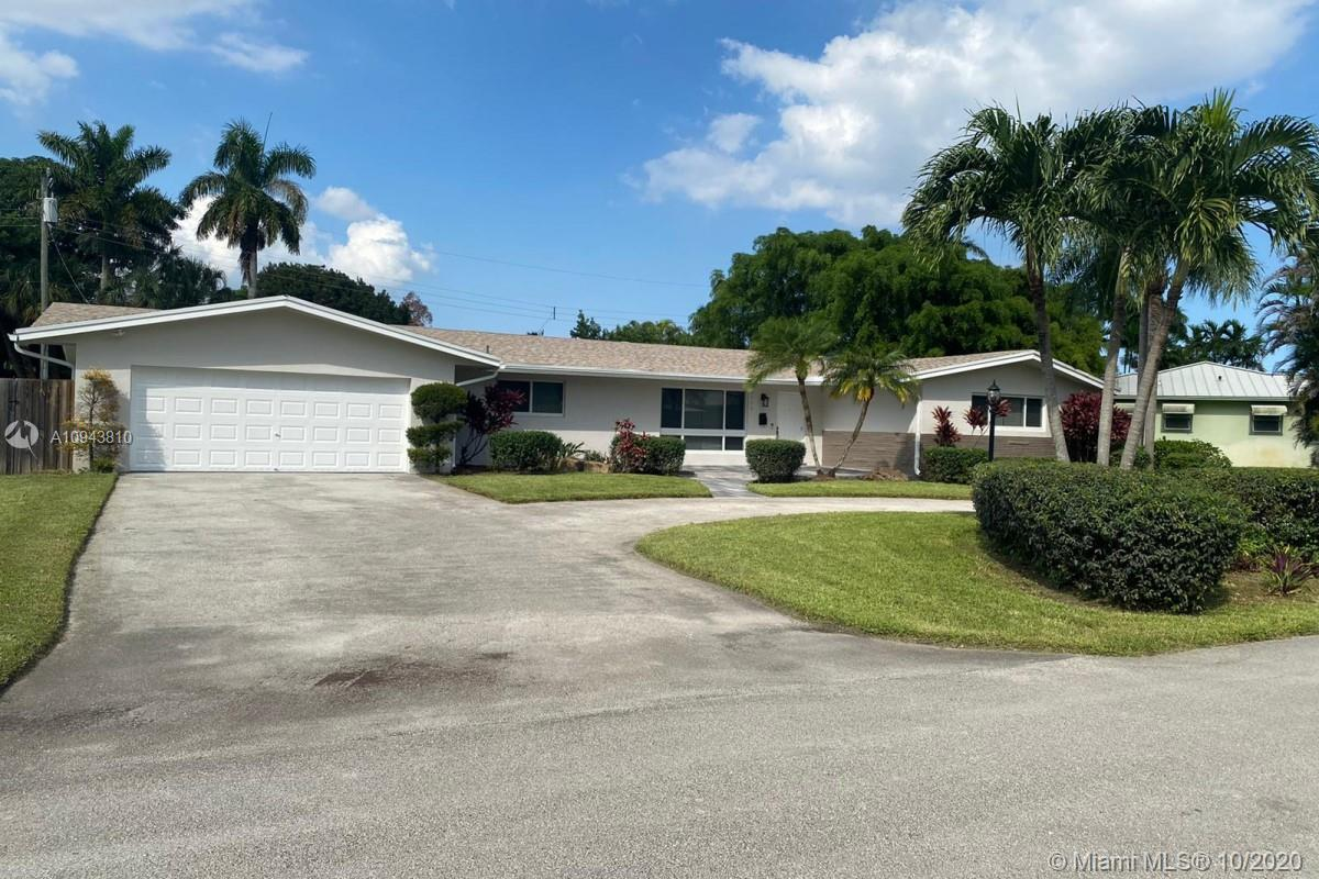 3br 3.5bth single family ranch home in the Orangebrook Golf & Country Club neighborhood, has a new r