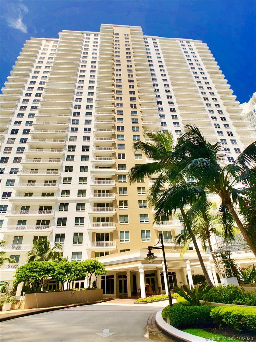 Enjoy incredible endless views of the Biscayne Bay and the Brickell skyline from this beautiful 2/2