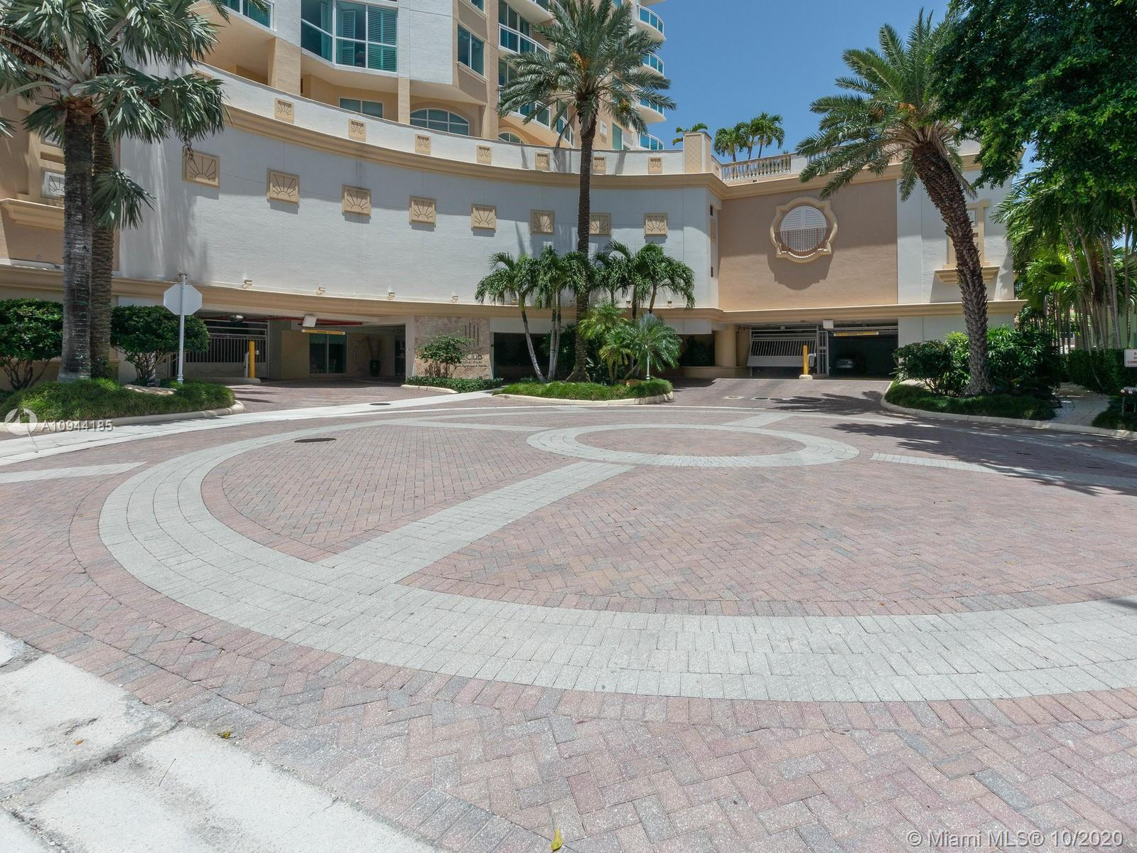 BEAUTIFUL LUXURY 3BR/2BA FURNISHED CONDO WITH PRIVATE ELEVATOR AND FOYER. FLOOR TO CEILING WINDOWS S