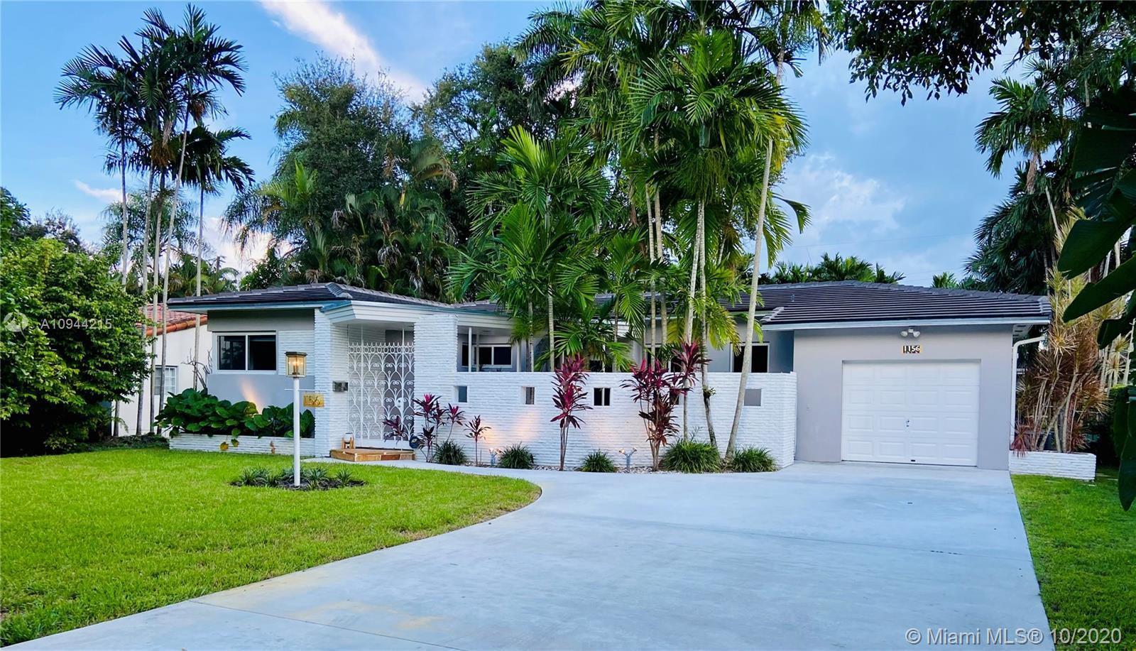 Don't miss this Mid Century Modern home with tons of style that's priced to sell! Cool courtyard wel
