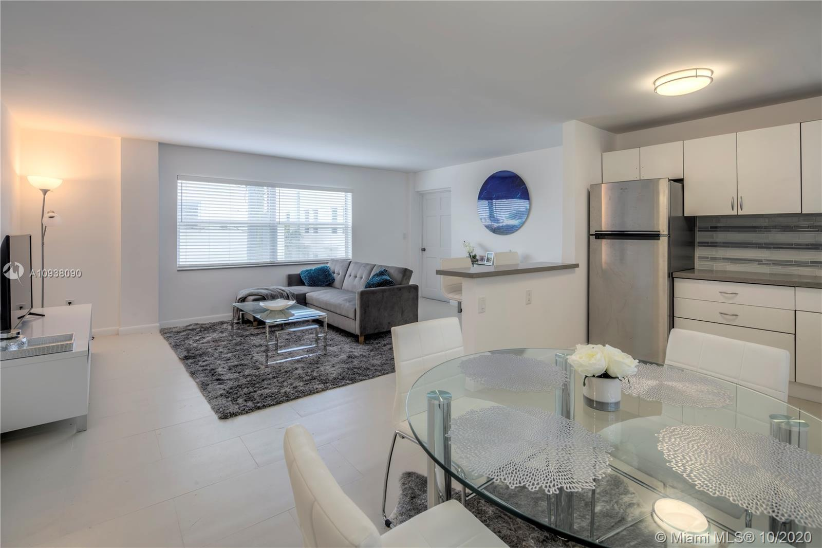 Perfectly located in the South of Fifth, this fully furnished bright and spacious 1 bedroom, with 1.