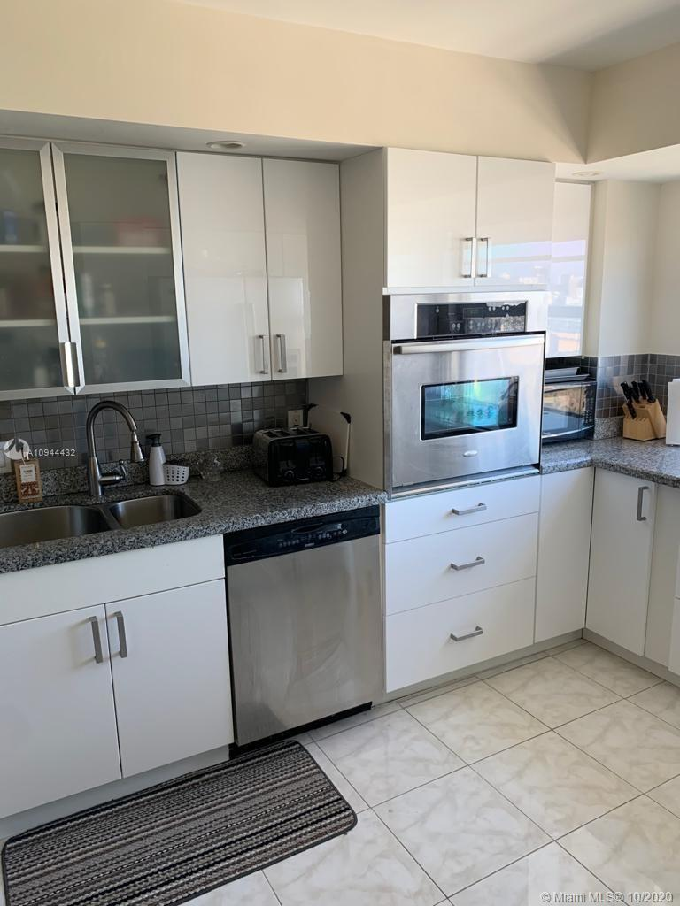 AVENTURA Extra-large water view condo (2 bedroom 2 bath, 1,666 sq ft). Move-in ready. Maintenance IN