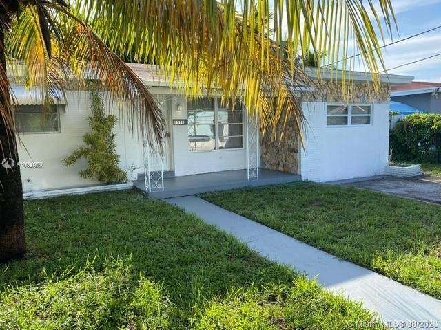 BEAUTIFUL COZY 3/1 HOUSE LOCATED IN THE DESIRABLE AREA OF BELMAR AMEND IN HOLLYWOOD, PERFECT FOR FIR