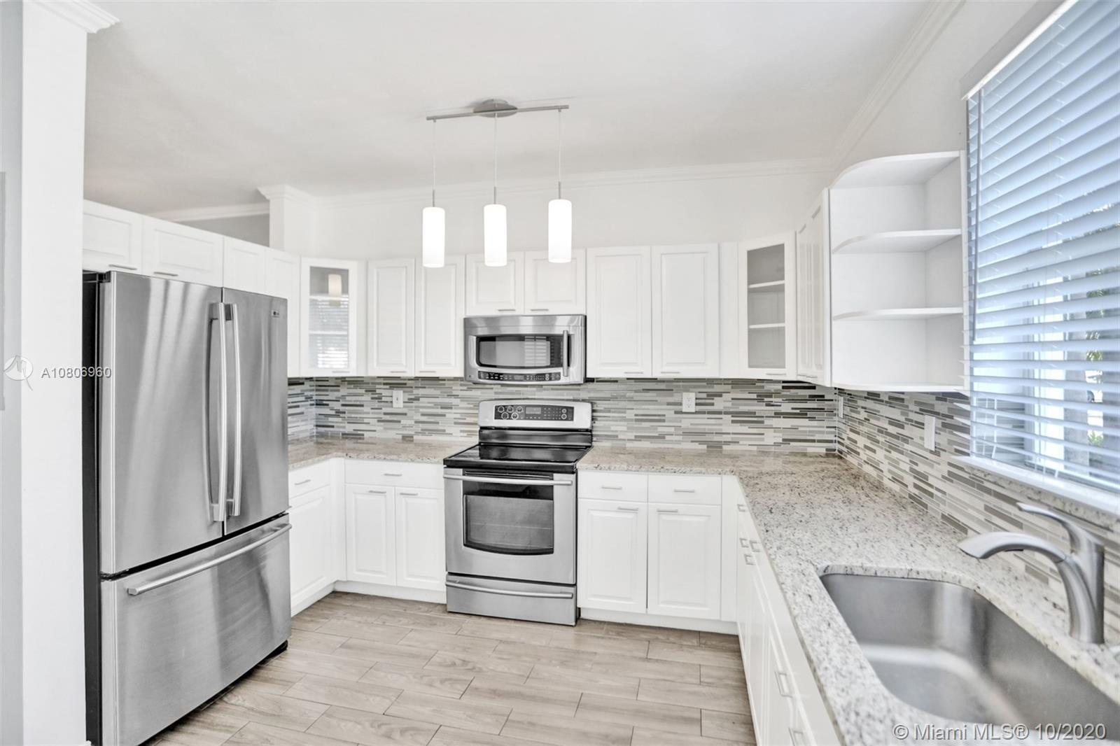 BRAND NEW ROOF, PRICED TO SELL NOW! Great townhouse in West Lake Village, Nicely updated, Brand new