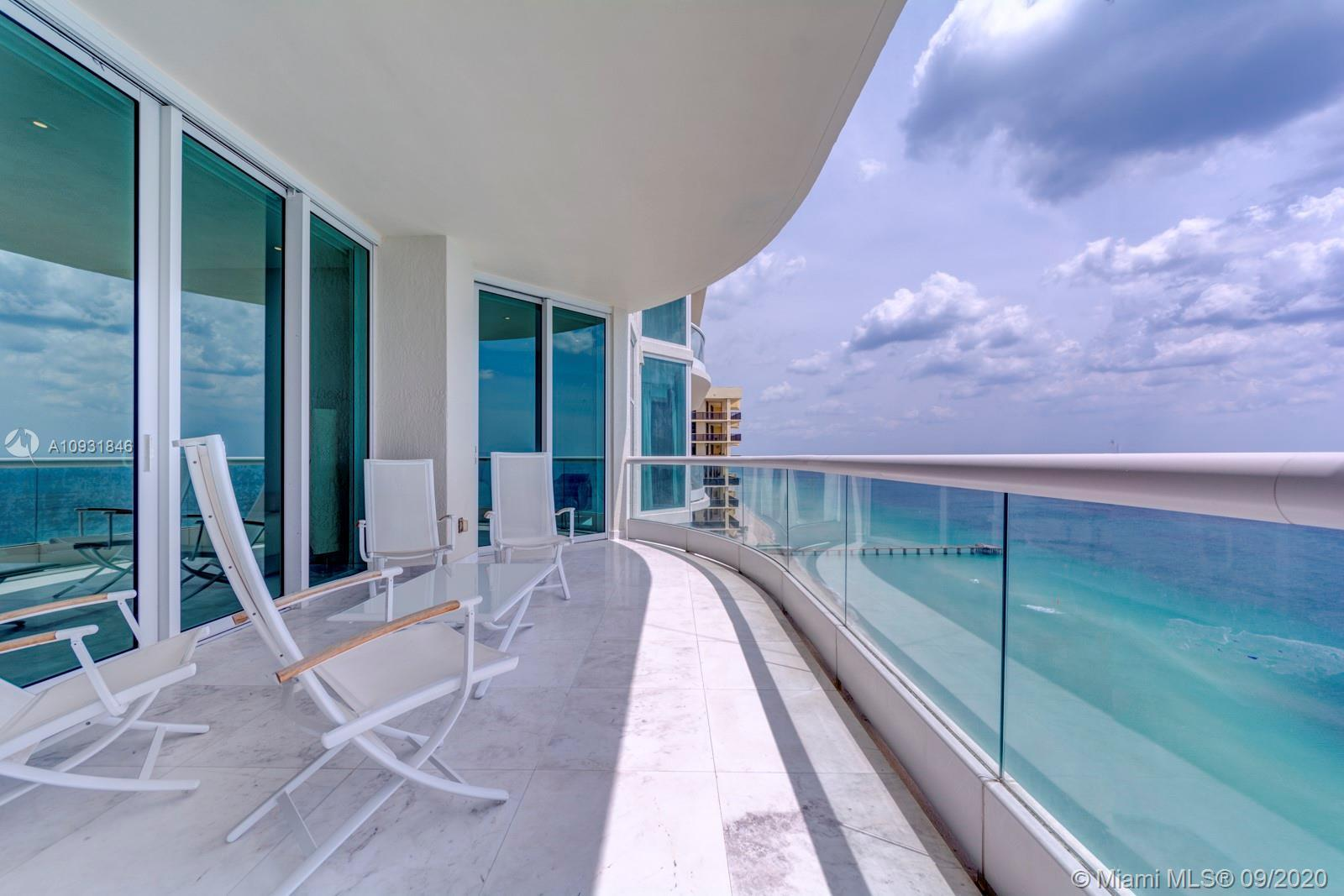 Beautiful apartment 2 bedroom/2.5 bath. Impecable remodeled with Ocean view. Resort amenities.