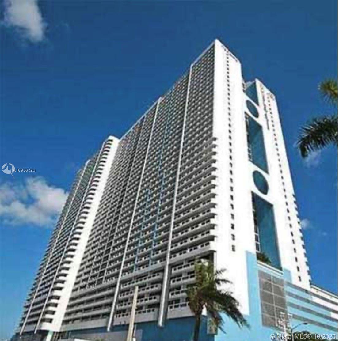 Located along the waterfront of Biscayne Bay.  Two split bedroom suite 2 full bathrooms with separat
