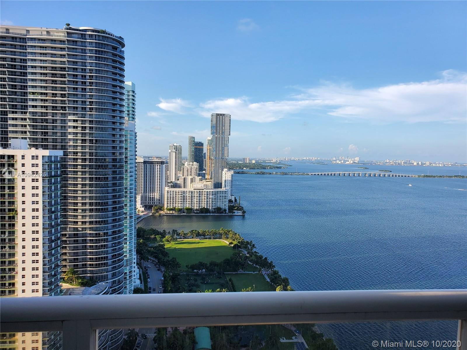Beautiful Penthouse overlooking Biscayne Bay and the Atlantic Ocean. 1 Bedroom   1.5 Bathrooms. LG A