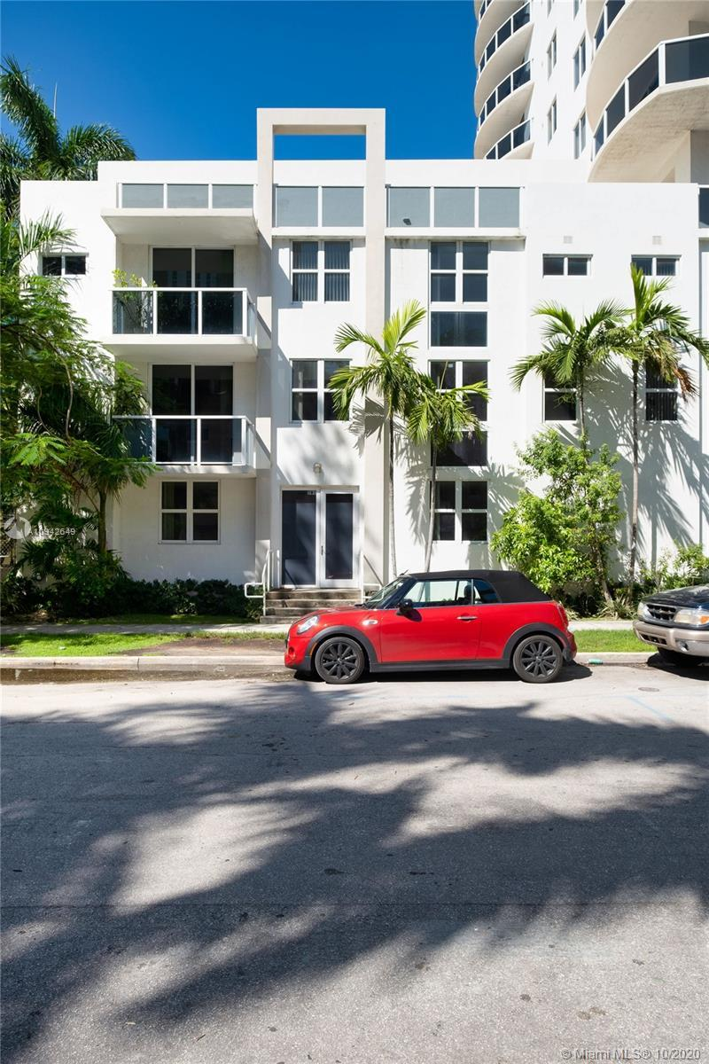 Beautiful townhouse in the heart of Miami. Its a 2 bed+ 2.5 baths. However 1st floor is 100% livable
