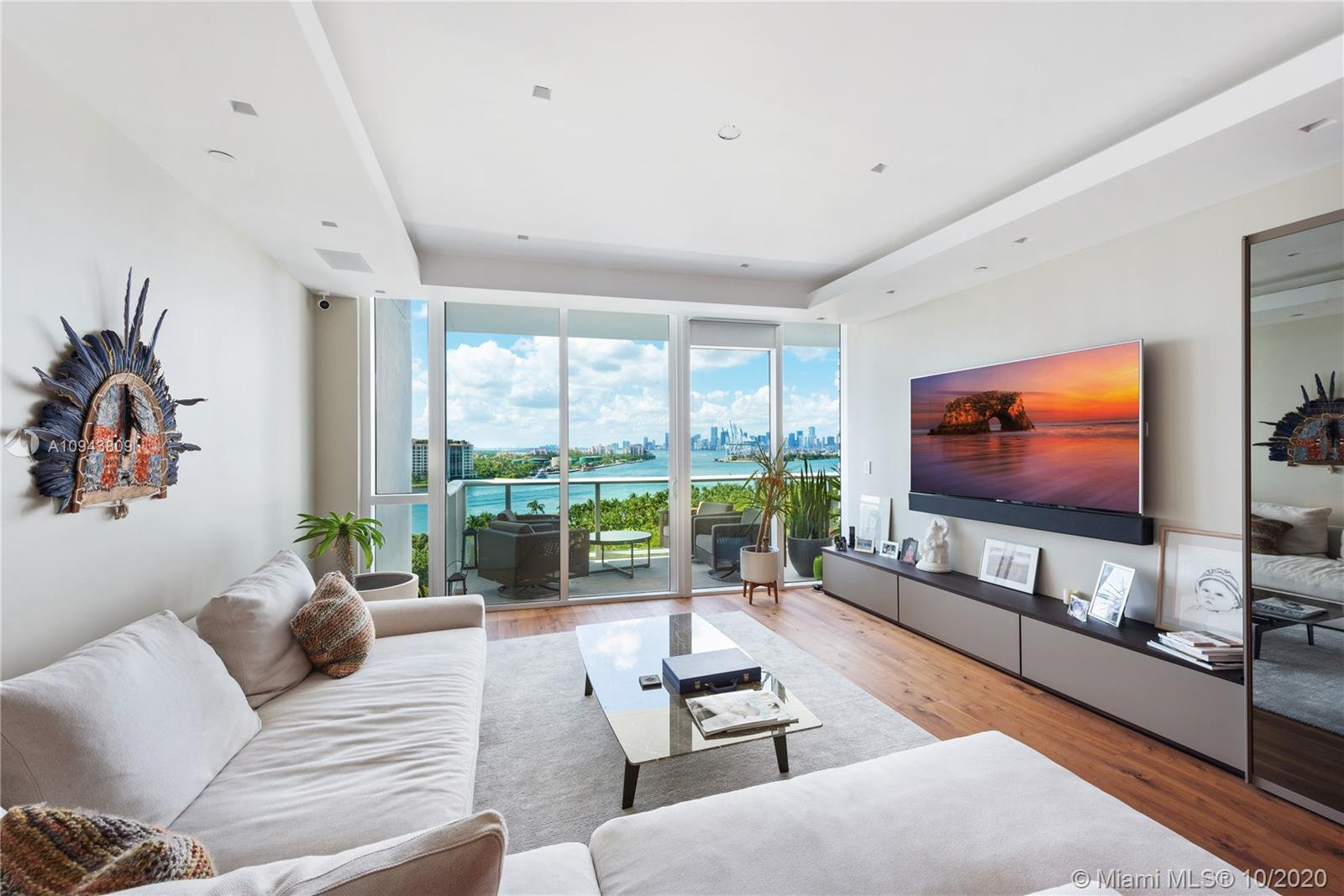 Enjoy dazzling ocean and skyline views from this fully upgraded 3-bed at the coveted Continuum. Natu
