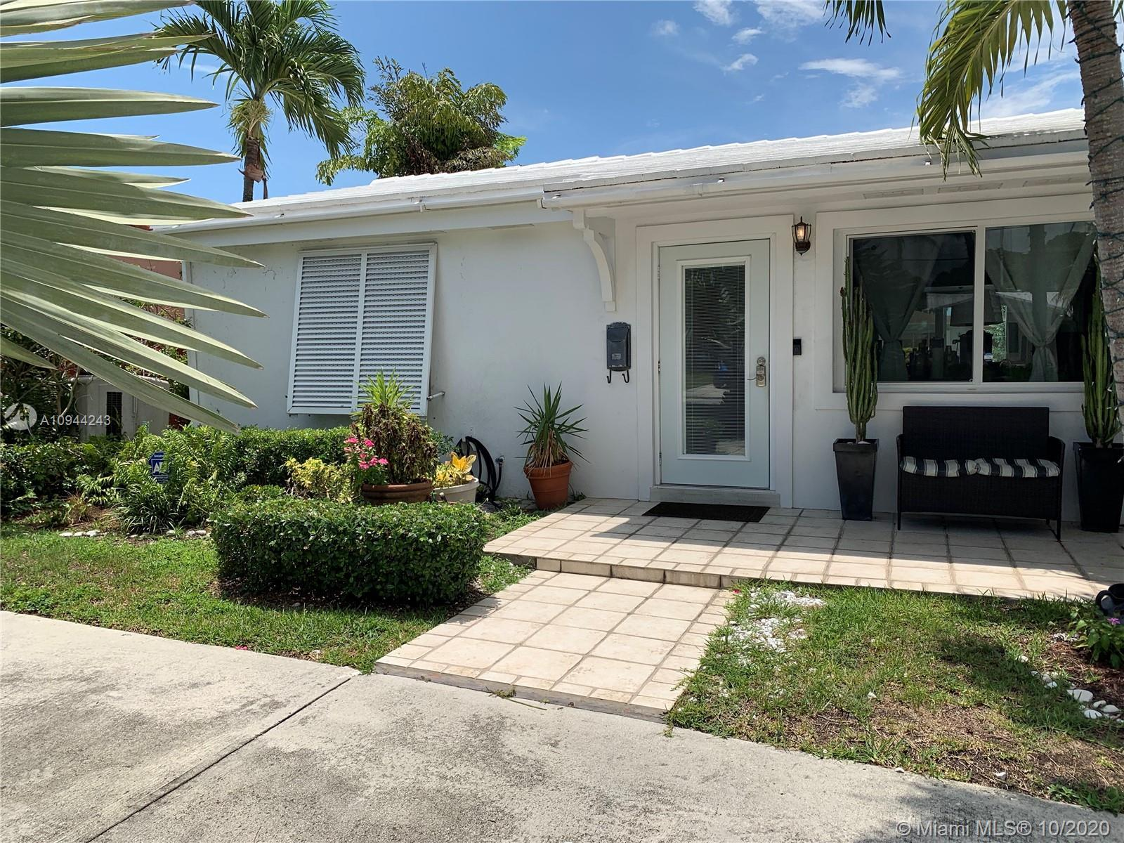 NICE RENOVATED HOUSE IN DESIRABLE CITRUS ISLE.  3 BEDROOMS, 1 CAN BE USED AS AN OFFICE, 2 BATHROOMS,