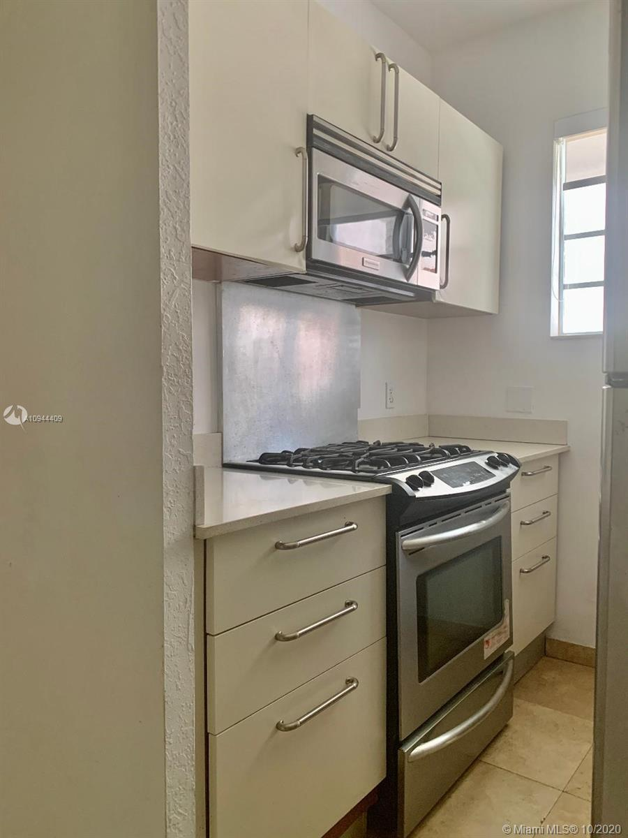Cozy super illuminated unit two full bathrooms, spacious one bedroom the water club condo is located