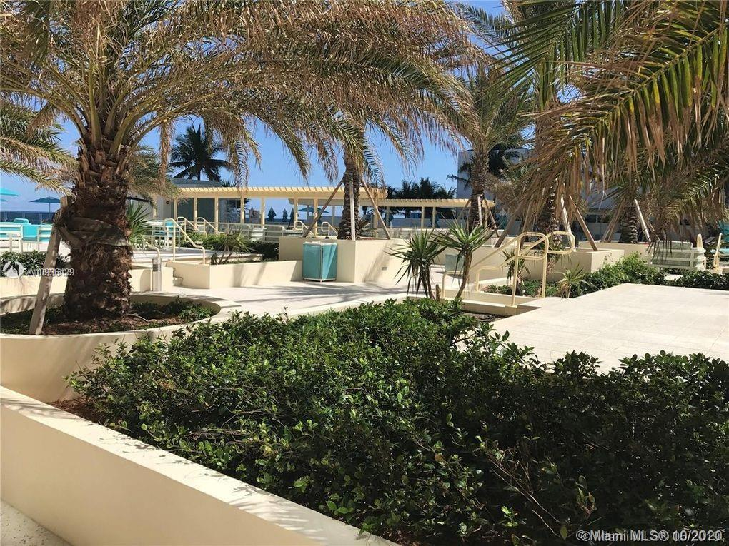 WONDERFUL OPPORTUNITY!!! ONE BEDROOM 1/1.5 BATHS in the contemporary The Wave Condo in Hollywood. On