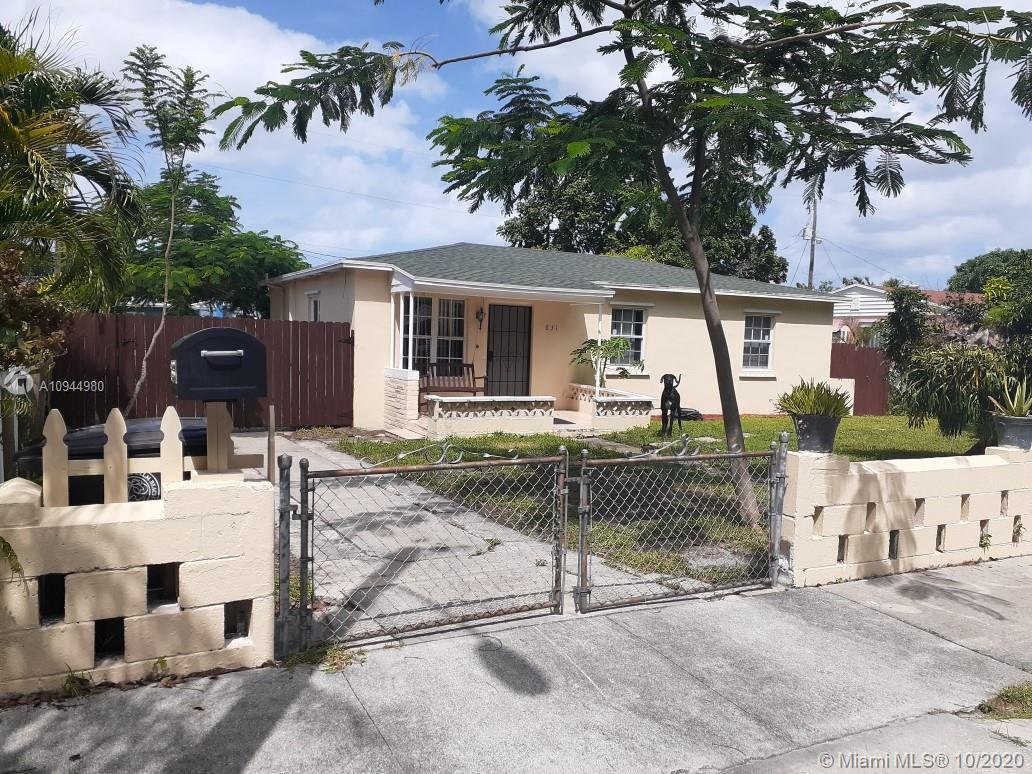 Great opportunity to purchase this unique property. 4 bedrooms and 3 bathrooms with extra large 2 ca