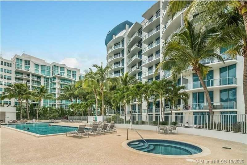 Price to sell !!!!! Beautiful loft apartment with a huge patio. Pool level. Features kitchen with is