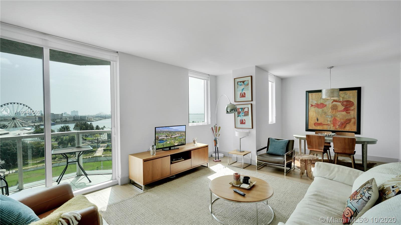 Beautiful large 2 bedrooms and 2,5 bath + Den (Storage included)condo fully furnished and turnkey, h