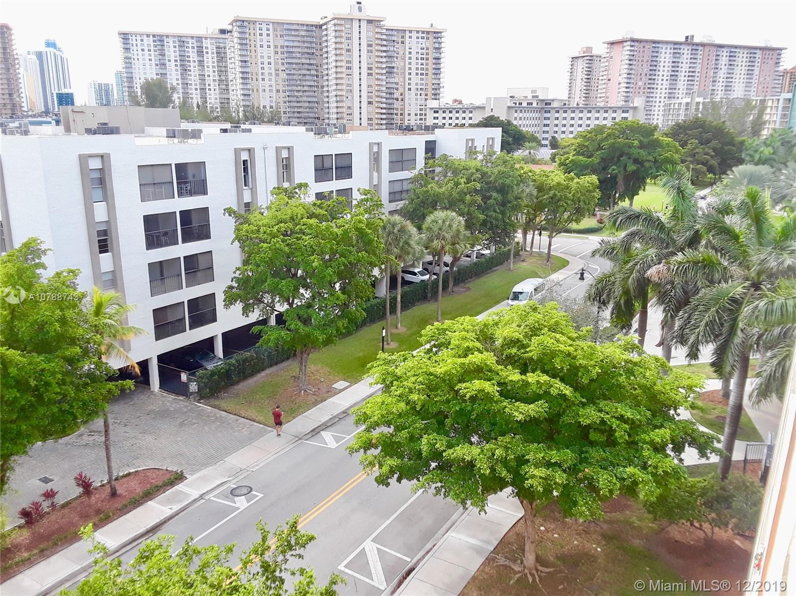 Perfect location  1/1.5 apartment in the hearth of Sunny Isles, BUYER CAN LIVE IN, RENT ON RB&B righ