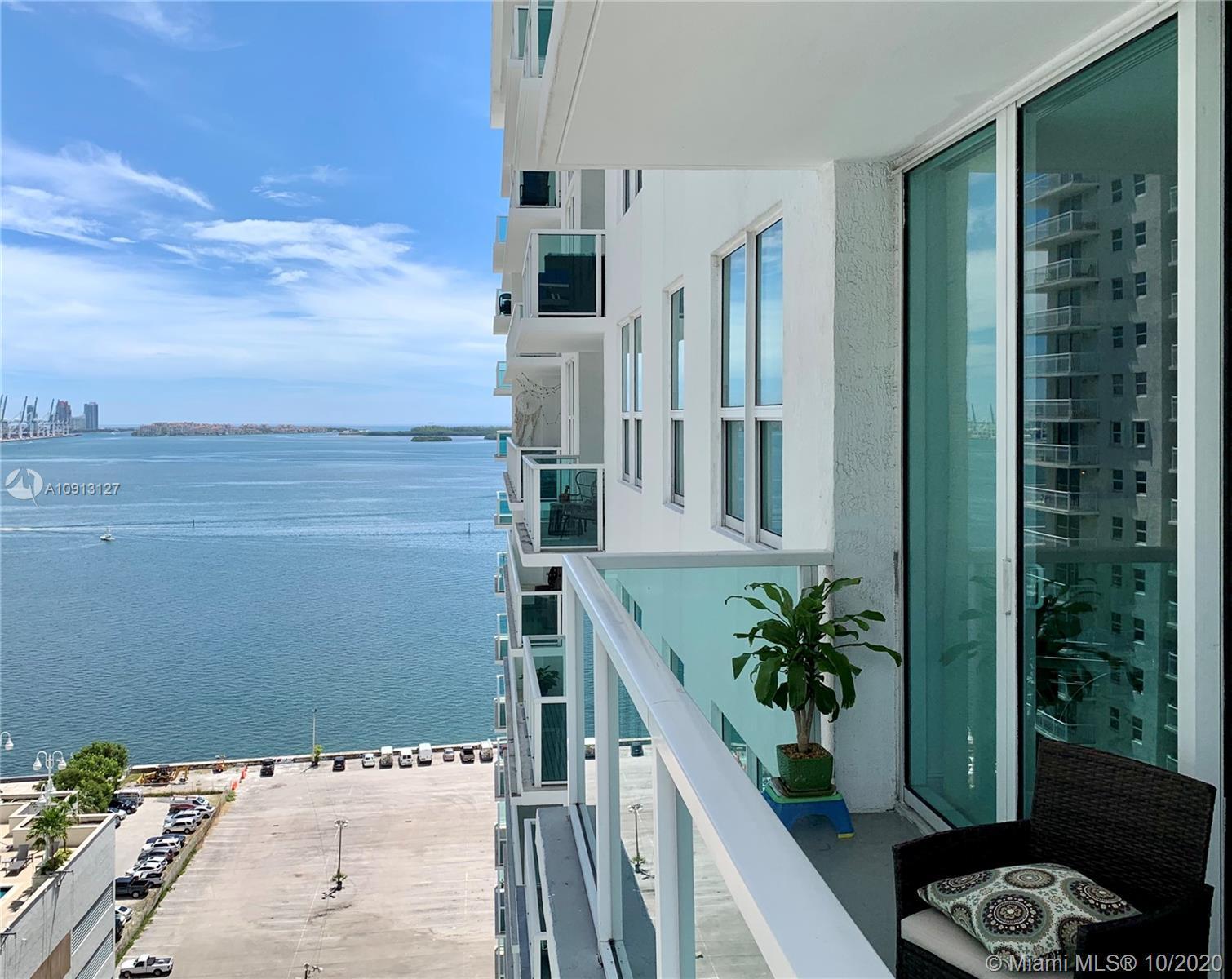 Luxurious Location, corner unit in Stainless steel appliances, wood floor, granite counters, walk-in