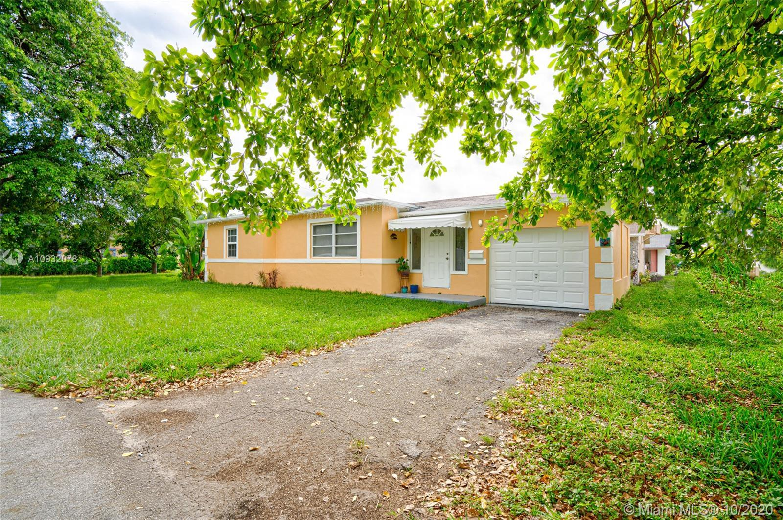 3/2 Single family home with an attached one car garage on a corner lot.  Please text listing agent