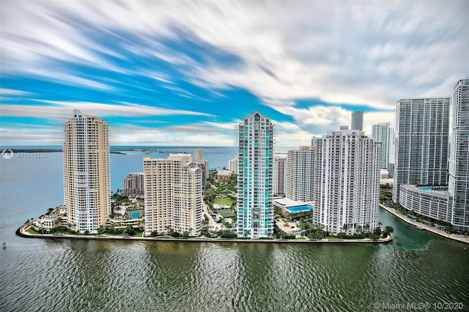 Beautiful 2bdrms 2bths with direct views of Biscayne Bay, Miami River and Brickell Skyline. Unit com