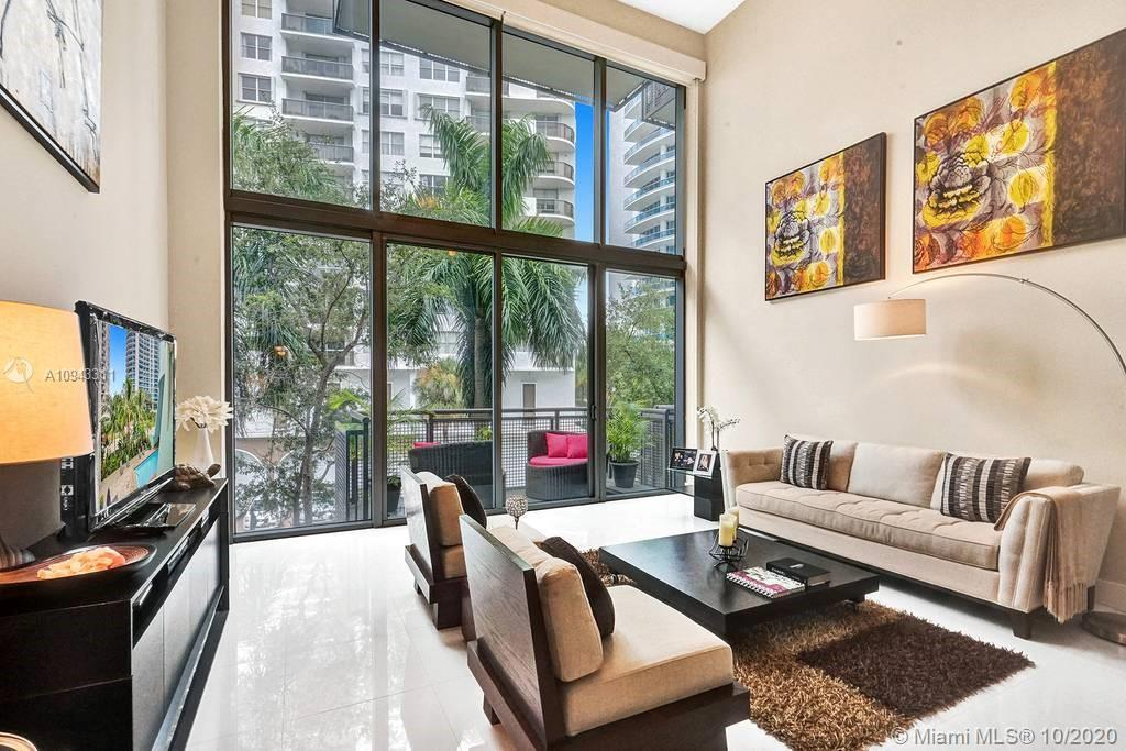 BEST VALUE BOUTIQUE UNIT in Miami Beach! Penthouse Style, Spacious 2 BDR, 2 BATHS + DEN/LOFT unit wi