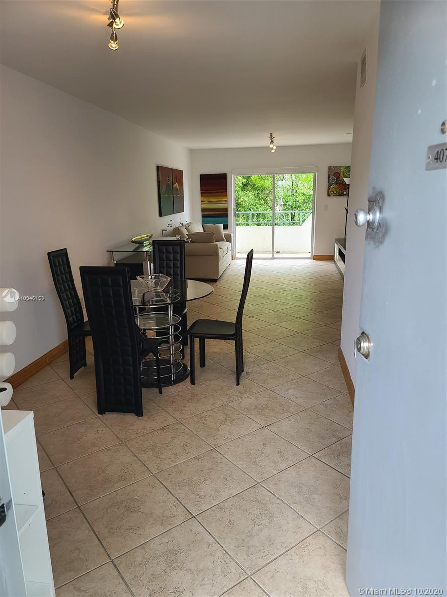 Beautiful and spacious 1 bed - 1,5 baths, modern furniture. Prime location, steps from Lincoln Road.