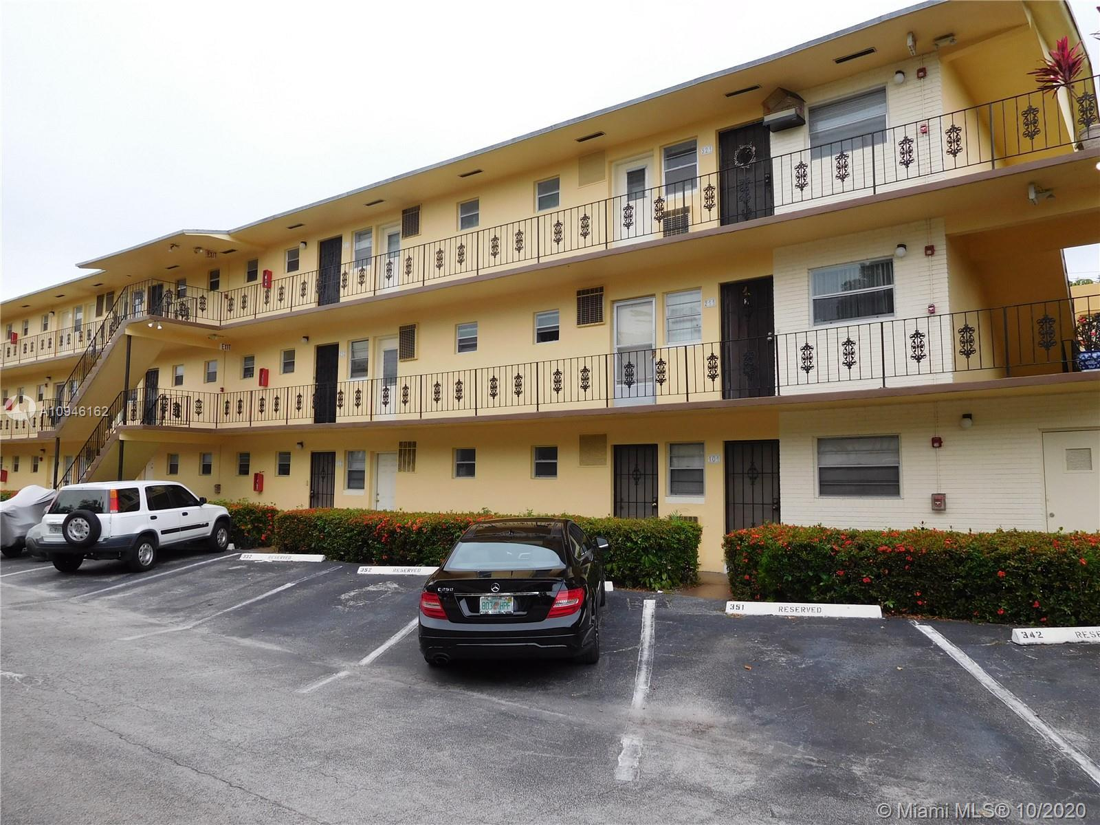 Beautifully updated 1/1 in the heart of Aventura.  Walking distance to Aventura Mall, House of worsh