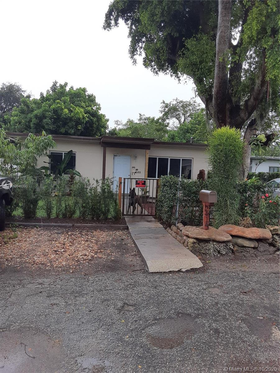 Single Family Home 2bed/1bath. Renovated Bath & Kitchen with modern cabinets, plenty overhead spaces