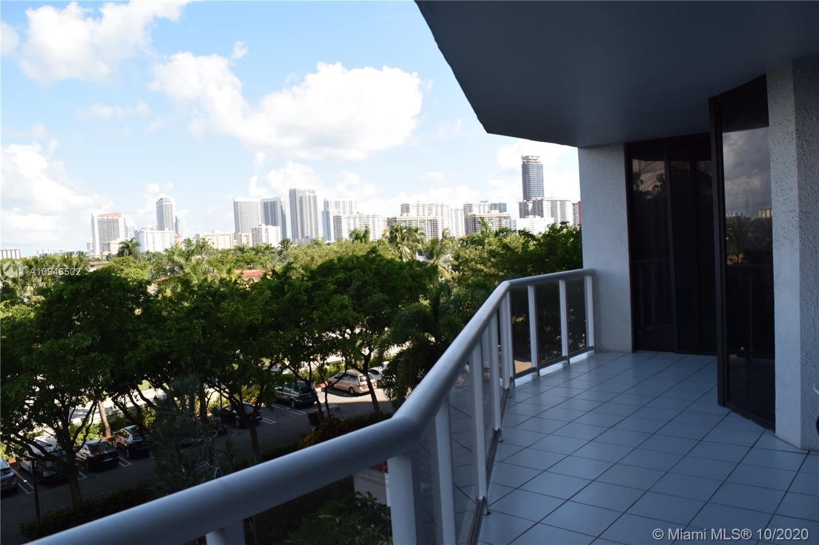 Spacious and charming corner unit located in the heart of Aventura, with breathtaking and colorful v