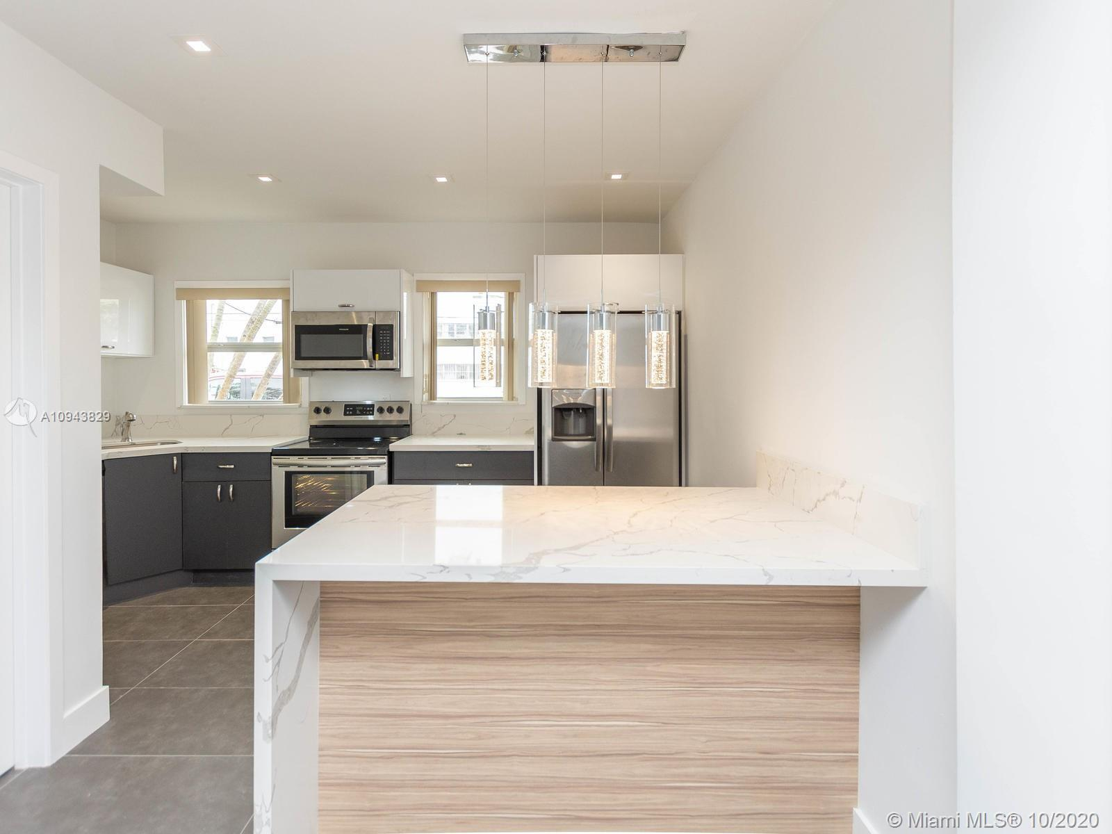This modern and stylish 880 sqft, 1 bedroom, 1 full bath, two-story condo. Situated near the highly