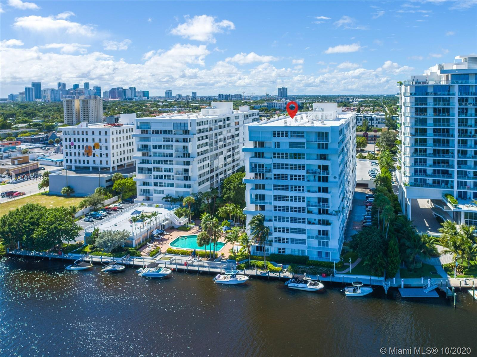 Beautifully renovated 2/2 in the heart of Fort Lauderdale. Solid wood cabinets, granite counters, ti
