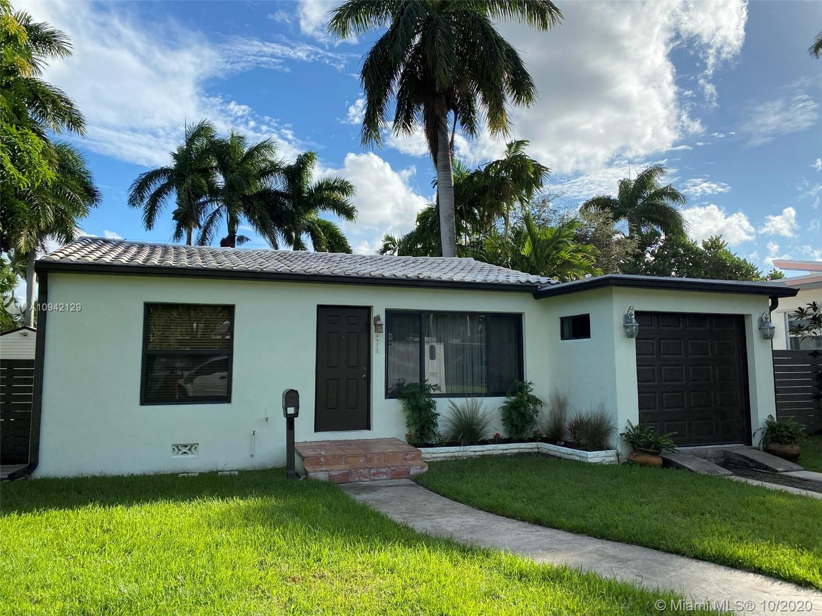 Perfectly located in Hollywood Lakes is this 2 bed  1 bath home. Features one car garage that has a