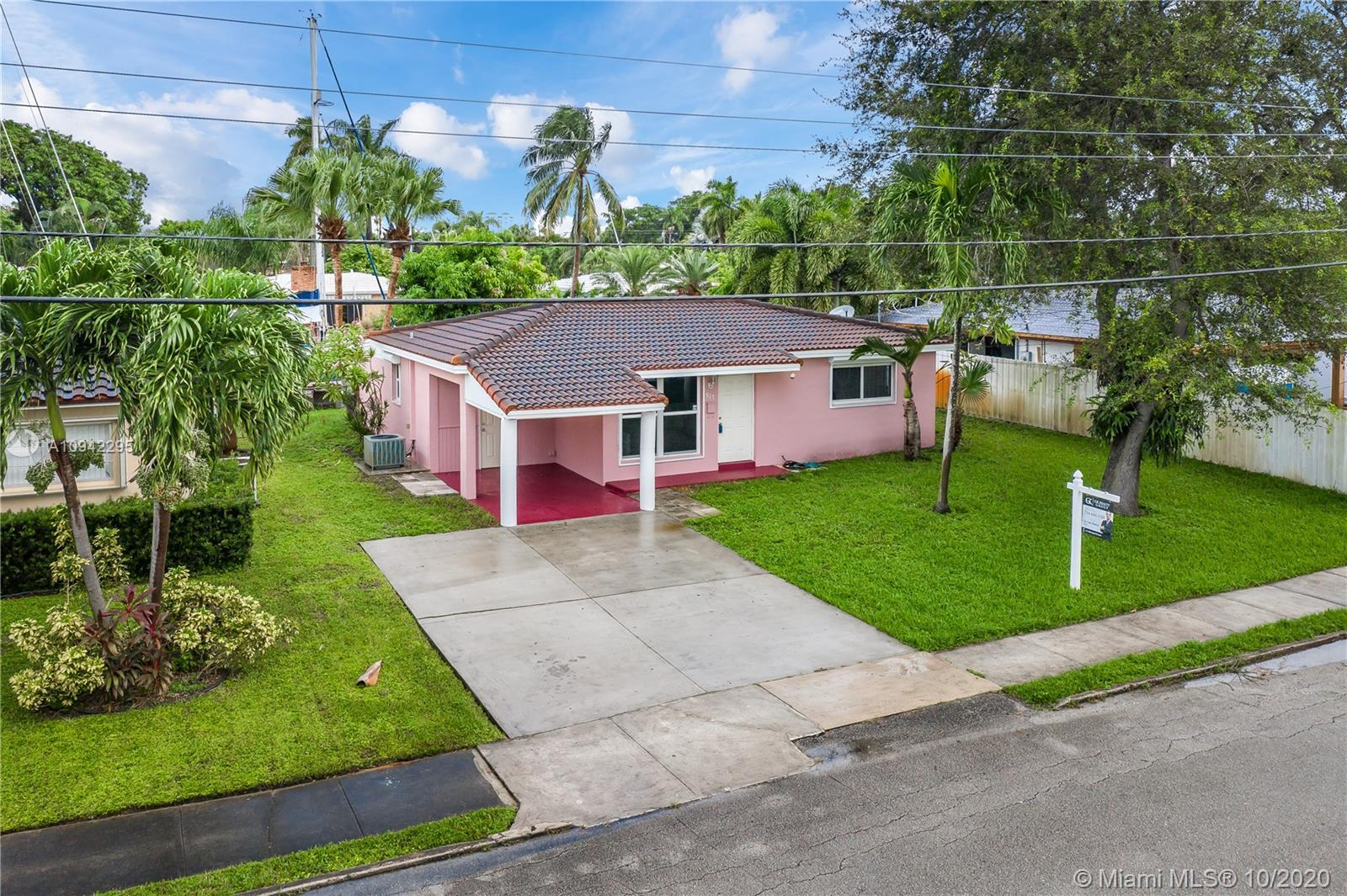 Beautifully remodeled & well maintained waterfront home in Fort Lauderdale with Ocean Access & No Fi