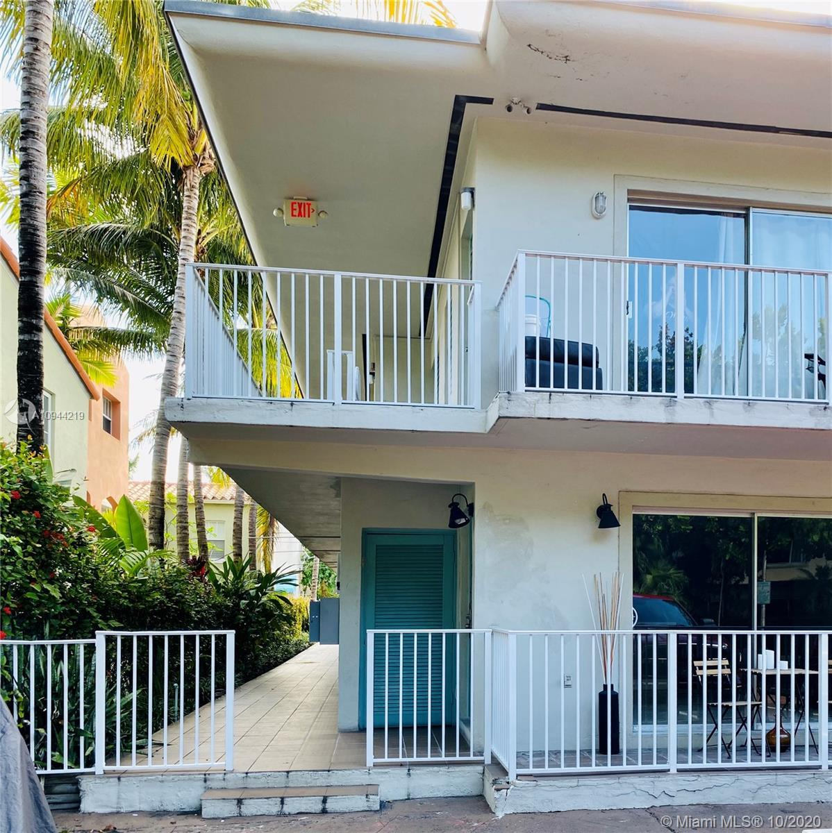 Amazing 2 bedroom Miami Beach Condo! in a nicely maintained boutique building. Nestled on the beauti