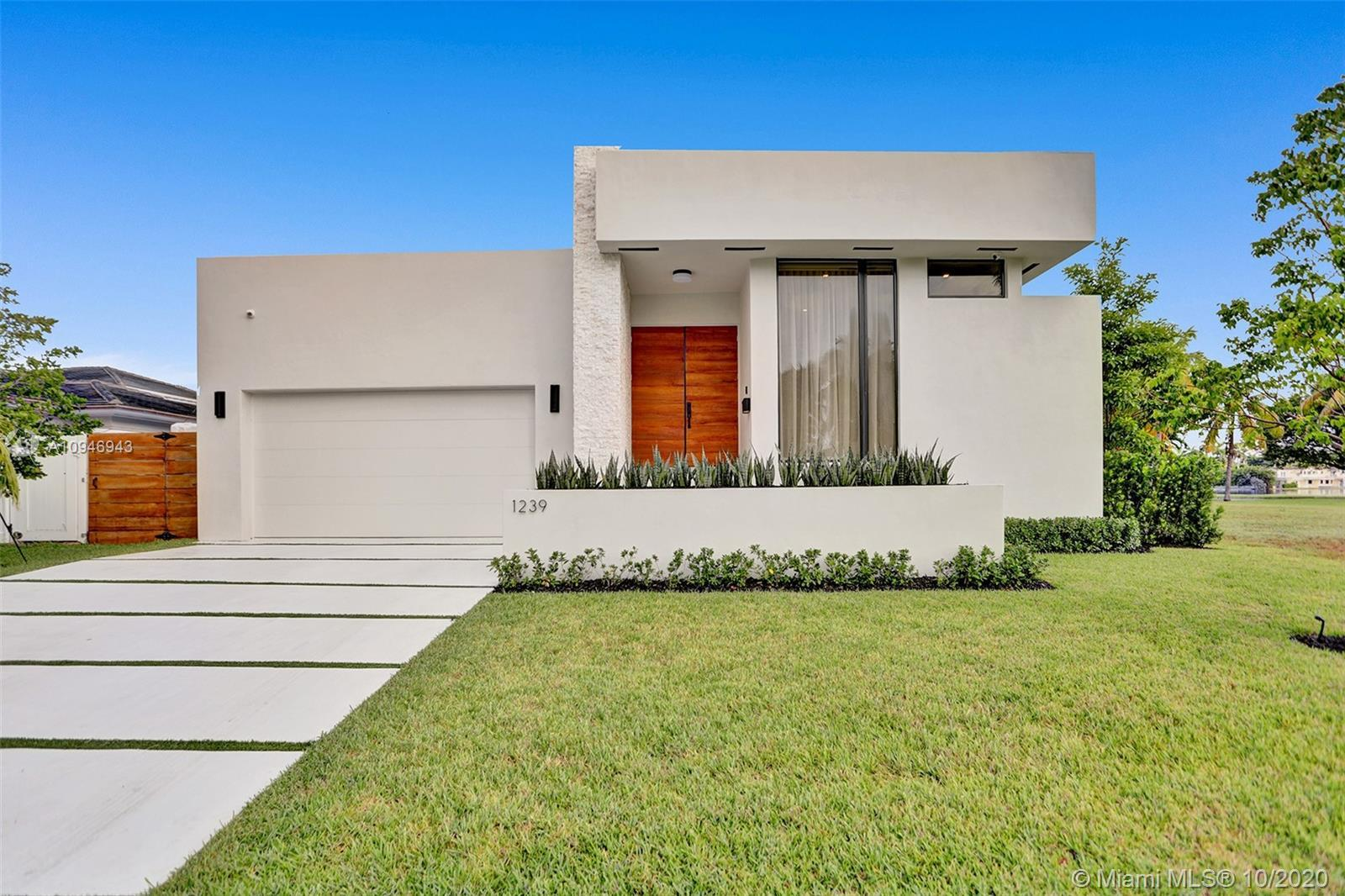 Brand-new, custom-built, modern designer home, in the heart of Southlake. Wide open spaces with 10 f