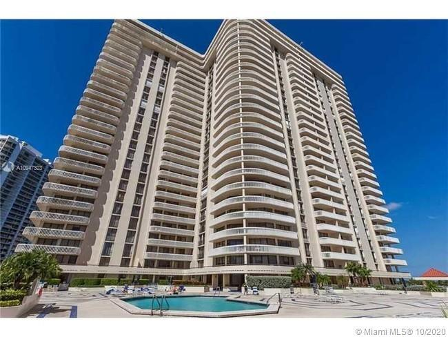 This unit has a magnificent floor plan distribution with 2 beds, den with bunk bed, plus two baths a