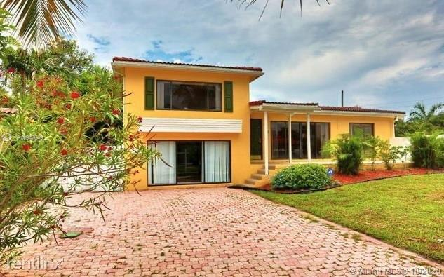 Amazing opportunity to own in amazing East Boca, just minutes to the beach. Walk to Lake Wyman park