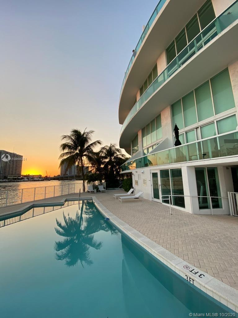 Loft-style living in Miami Beach. Condo facing Biscayne Bay. Built in 2005. Plenty of space 1346 sq