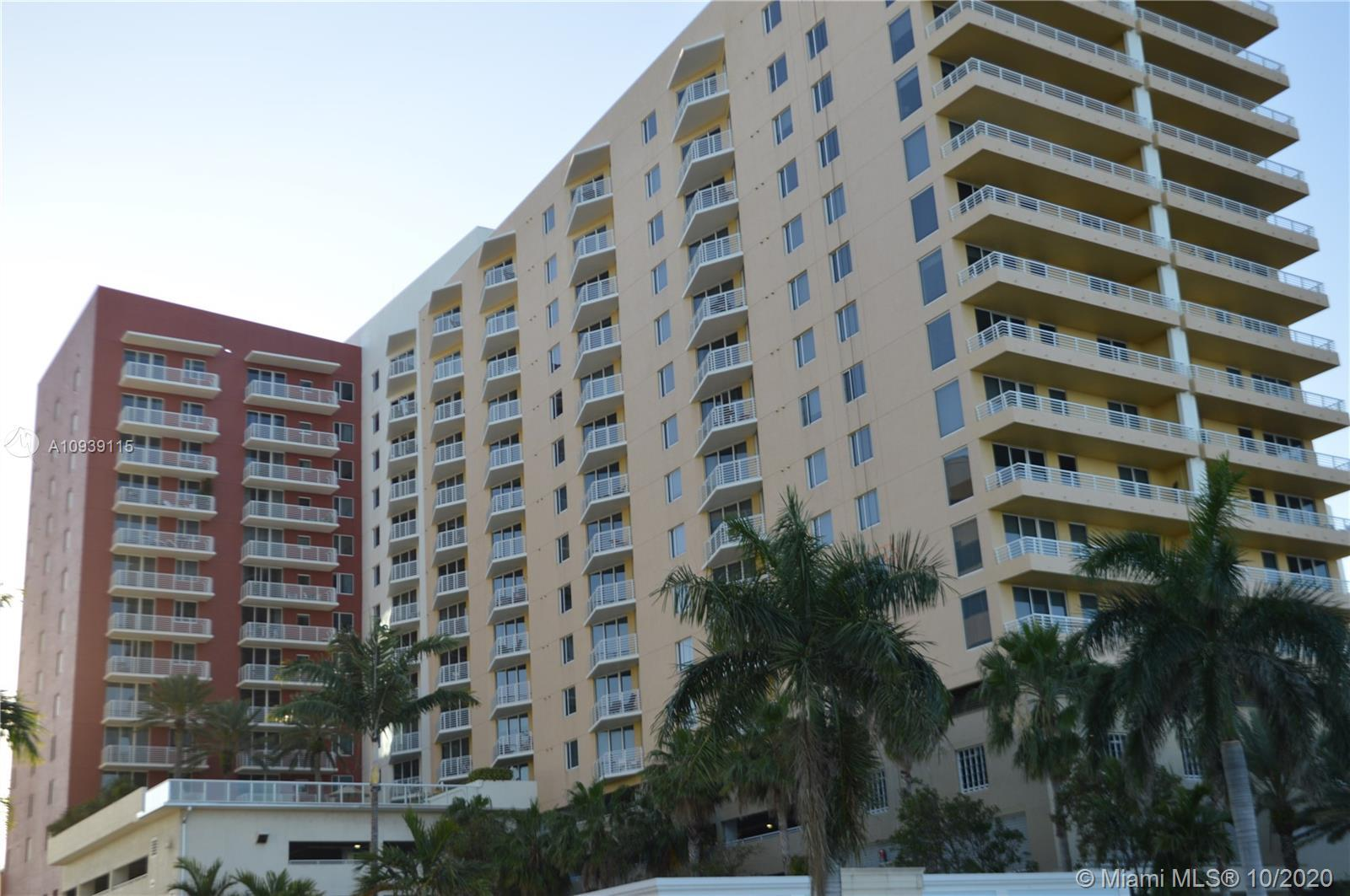 Beautiful apartment with a balcony to stoning Intracoastal view, floor completely remodeled with mod