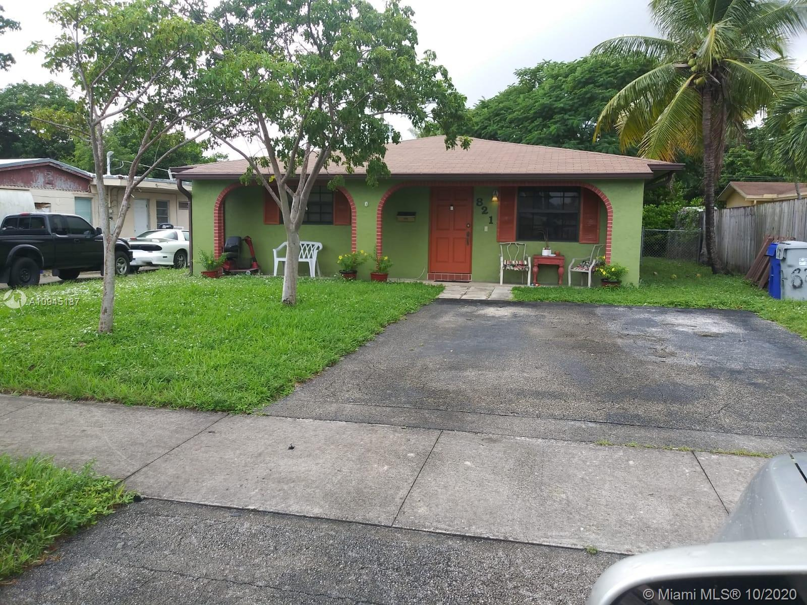 THIS IS THE HOME YOU HAVE BEEN WAITING FOR! SOLID 3/2 SINGLE FAMILY HOME IN THE HEART OF POMPANO BEA