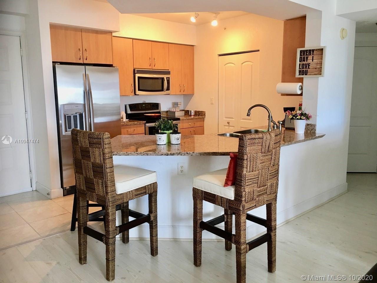 This corner unit overlooks the beautiful city of Hollywood with just below it there are restaurants,