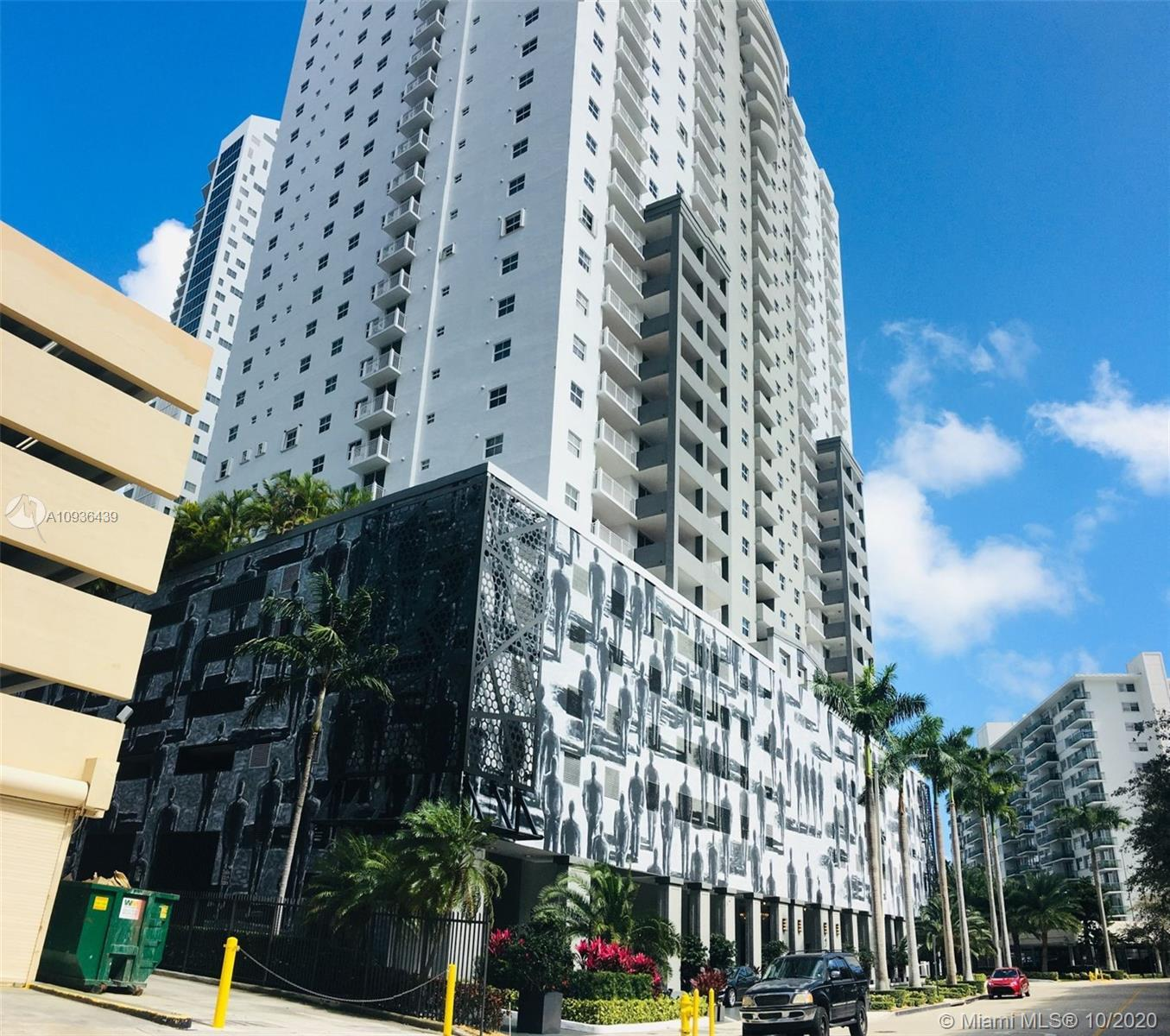 Great condo in The Fortune house, the building is a combination of residential condominium and condo