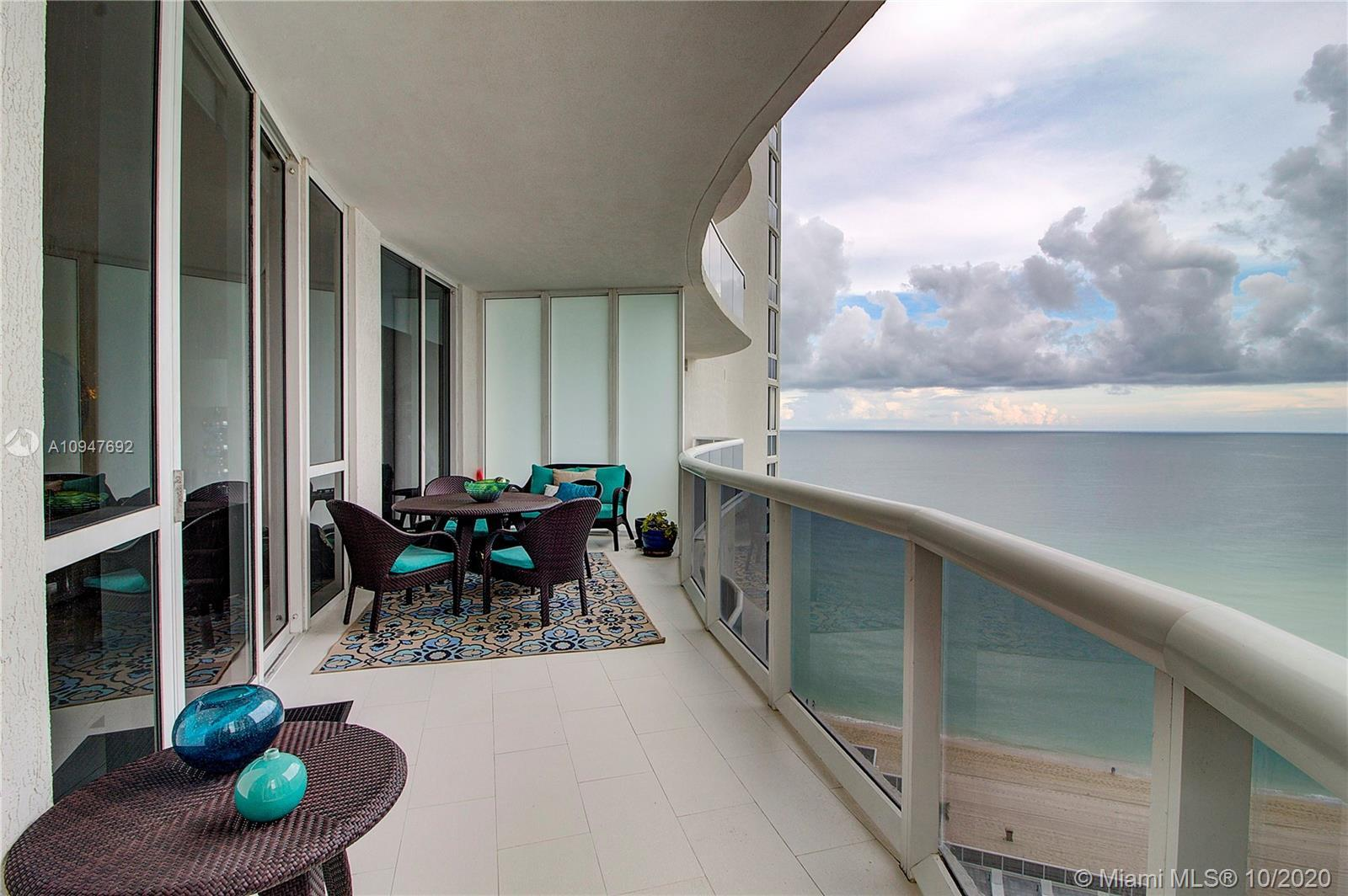 Beautiful 3 Bedrooms/ 3 Bathrooms Ocean Front Unit in Trump Tower II Sunny Isle, walking distance to