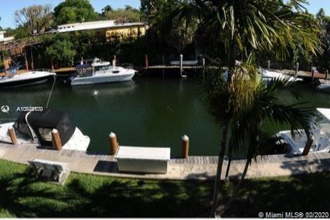 Beautiful unit with balcony facing the canal with direct Ocean Access. This spacious unit is a 2 bed
