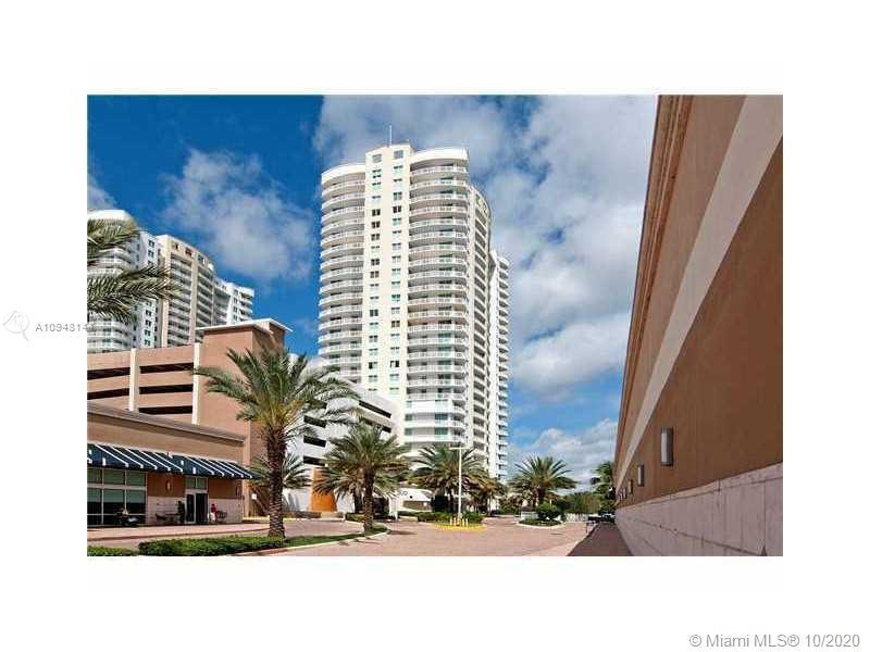 GORGEOUS AND BEAUTIFULLY REMODELED 1 BED AND 1.5 BATHS LOCATED IN HALLANDALE BEACH. AMAZING VIEWS OF