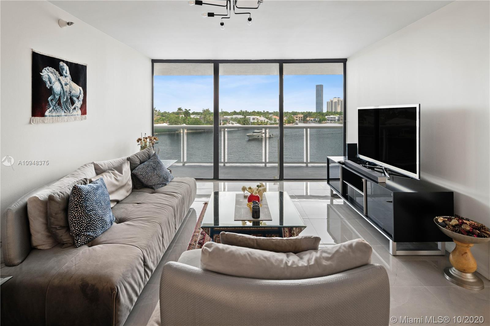 Welcome to this gorgeous gut renovated 2 bedrooms / 2 baths apartment at the famous Waterview Condom